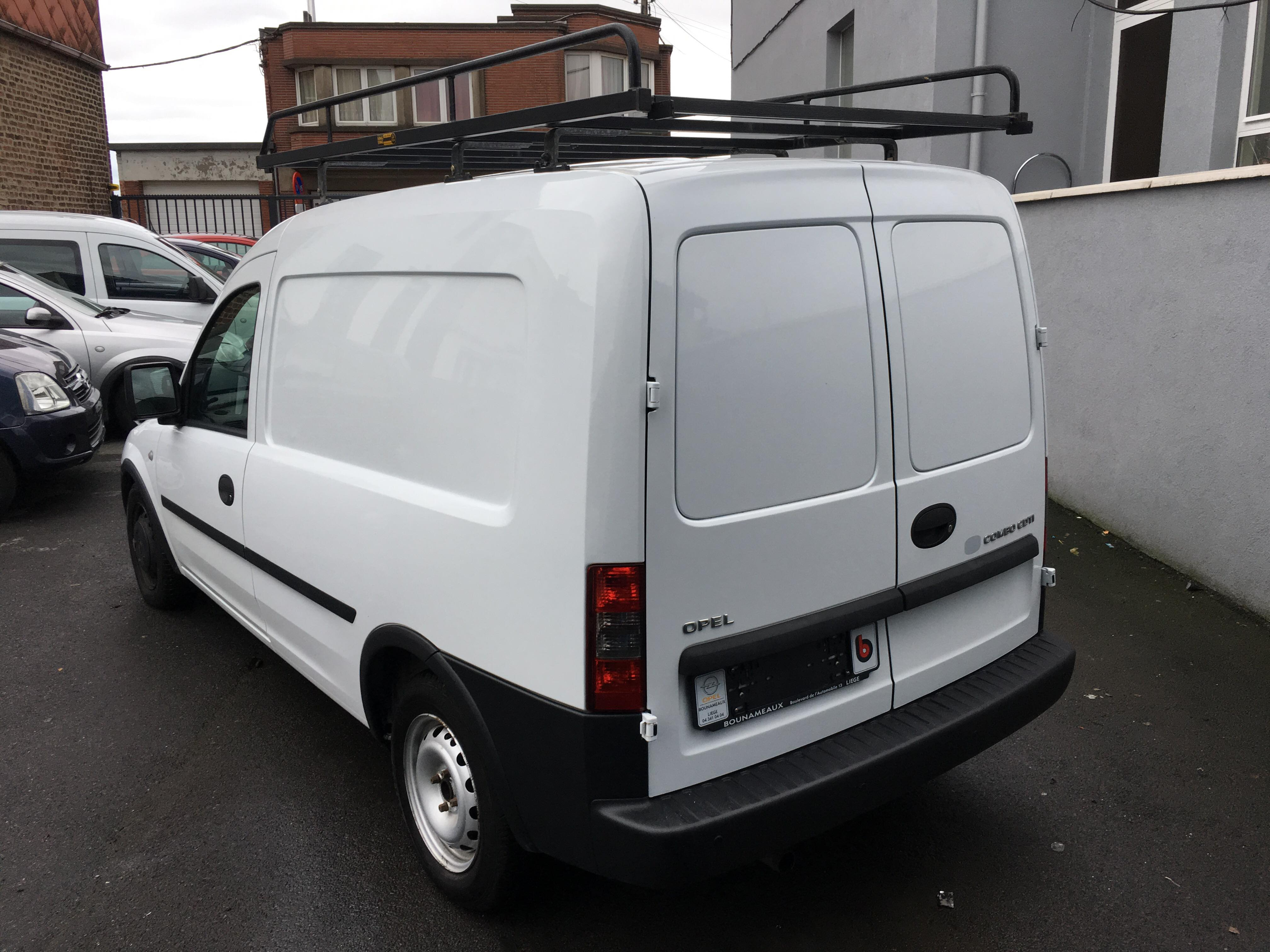 Opel combo 1 3 diesel utilitaire garage dionisio for Garage pour utilitaire